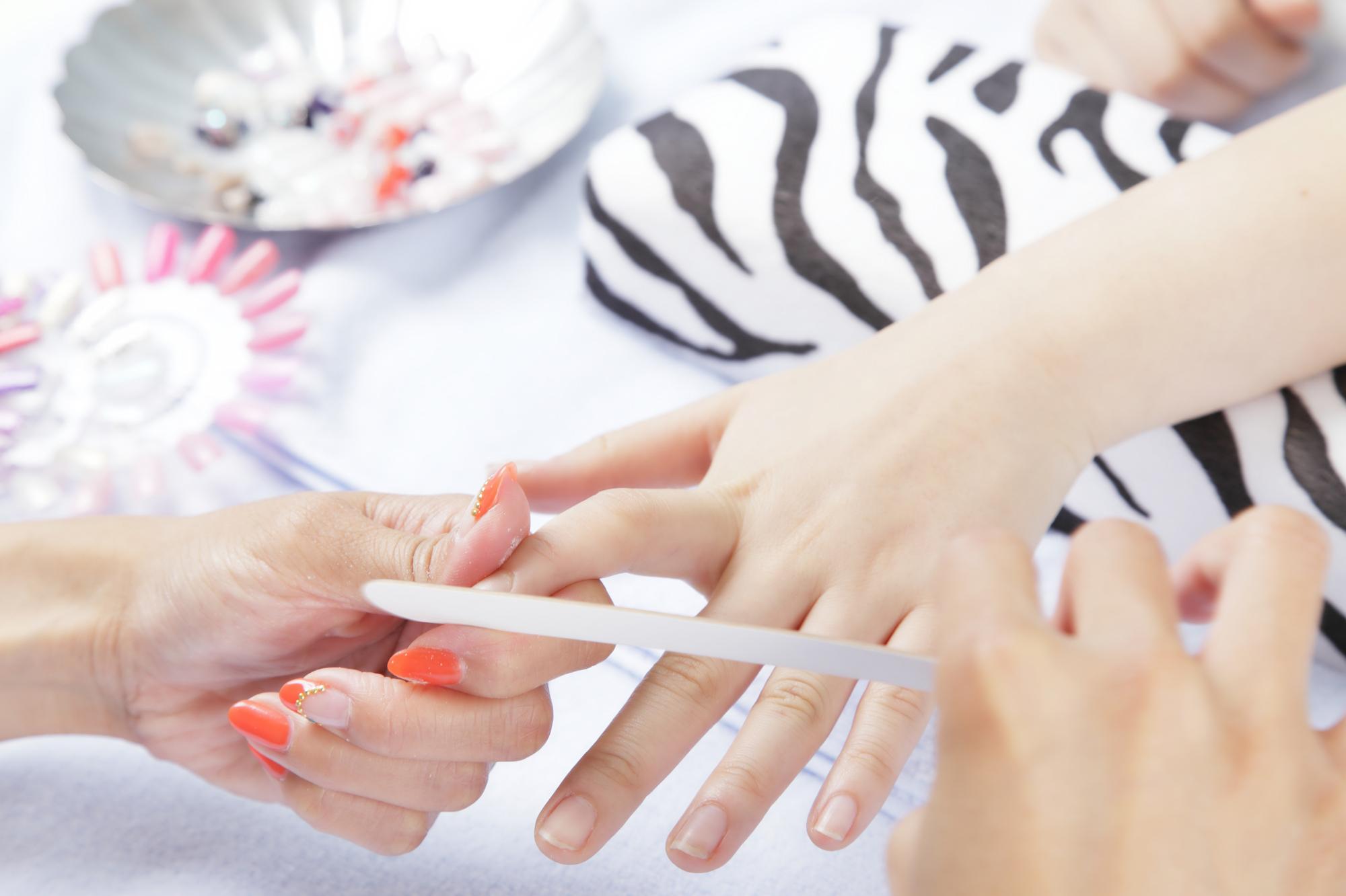 過度のサンディングと塗布は爪の負担を大きくする