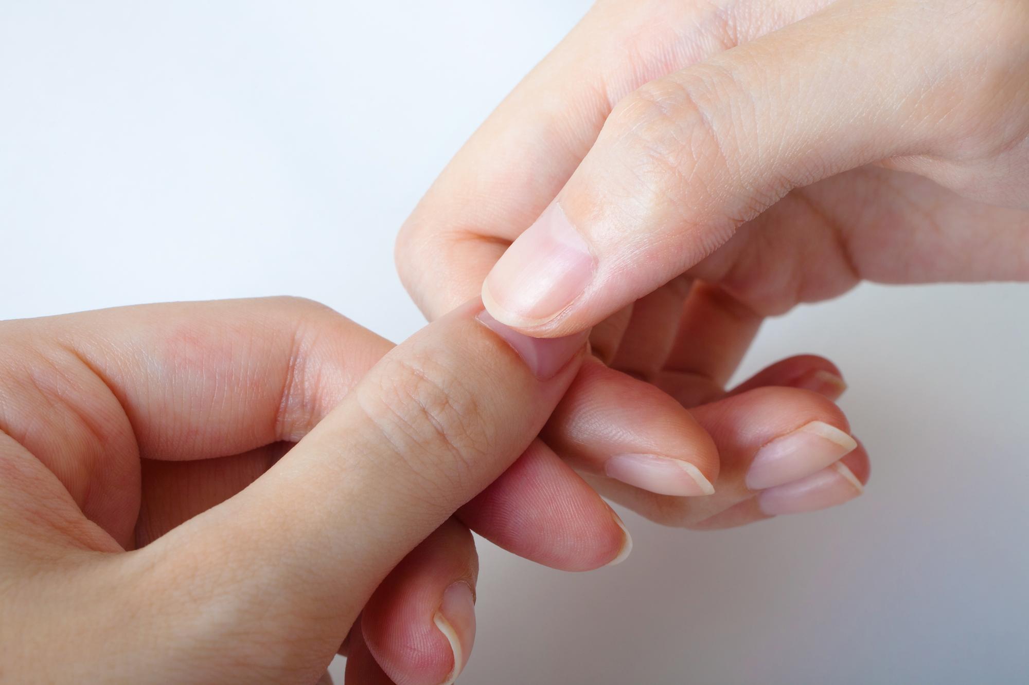 ジェルネイルオフも爪を痛める原因の一つ