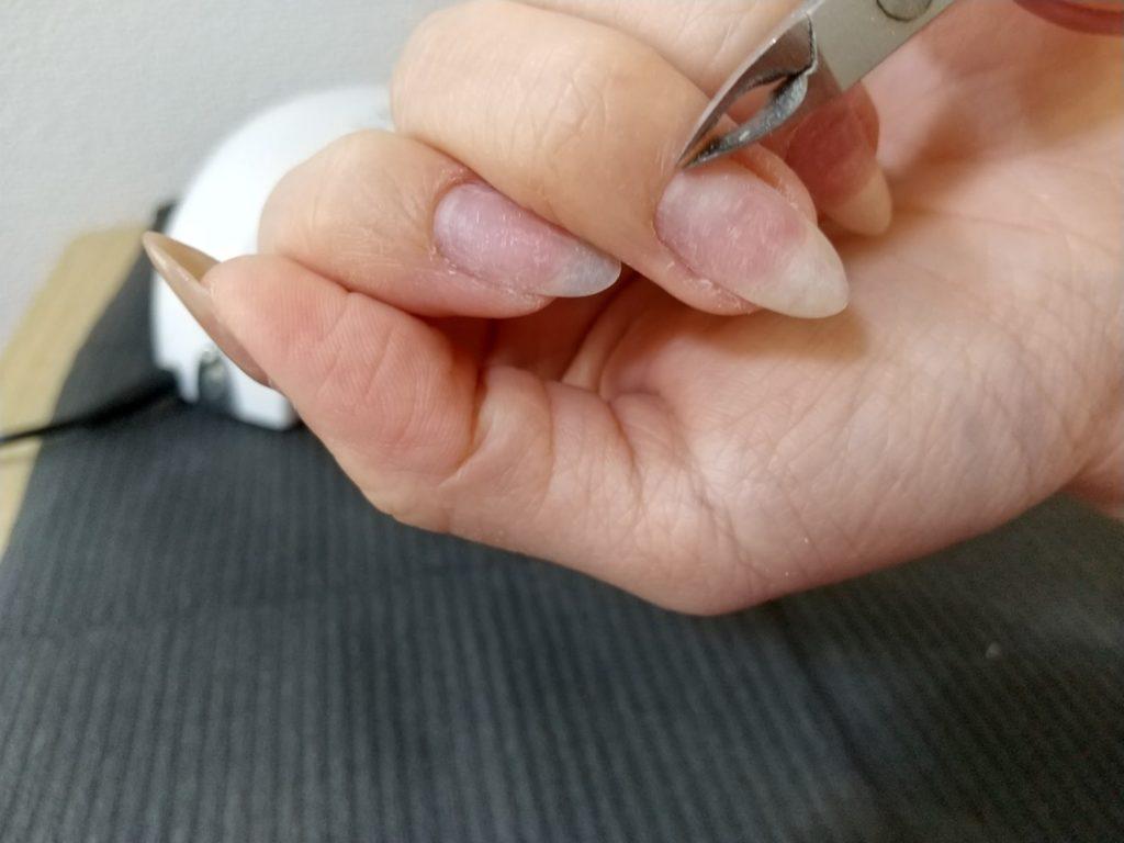 プレパレーション工程-キューティクルニッパーで甘皮部分を除去する